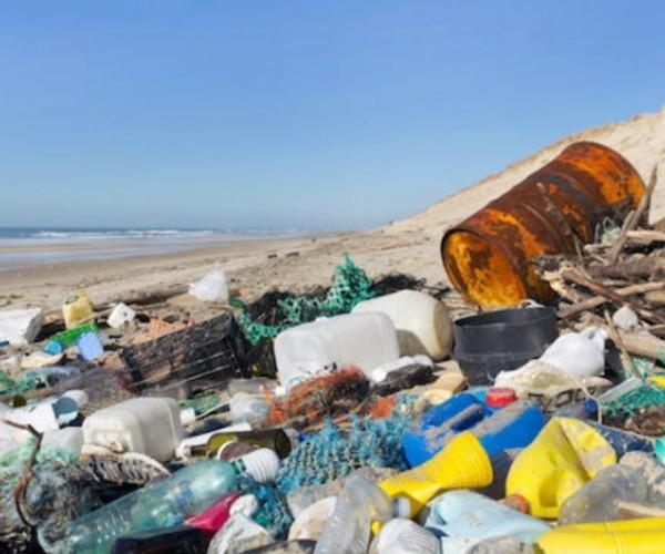 Coca-Cola, Pepsi y Nestlé son las multinacionales que más contaminan los océanos con plástico