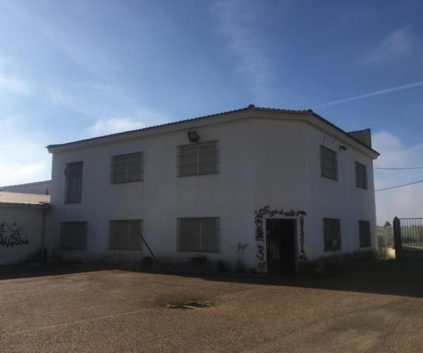 [ Comunicado ] Sobre las presiones de la inmobiliaria Solvia (Banco Sabadell) hacia el CSOA o Colectividad La Algarroba Negra