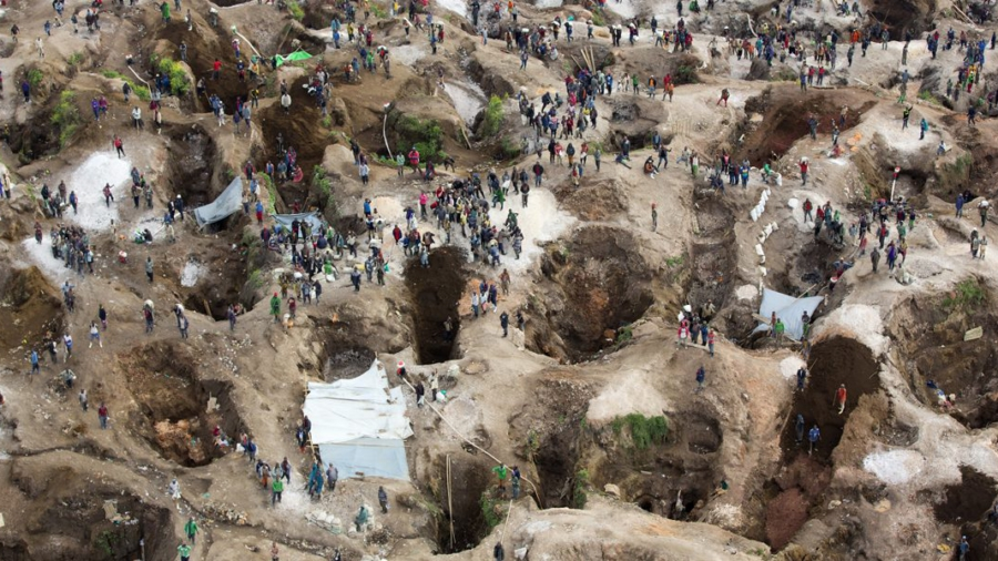SRSG_visits_coltan_mine_in_Rubaya