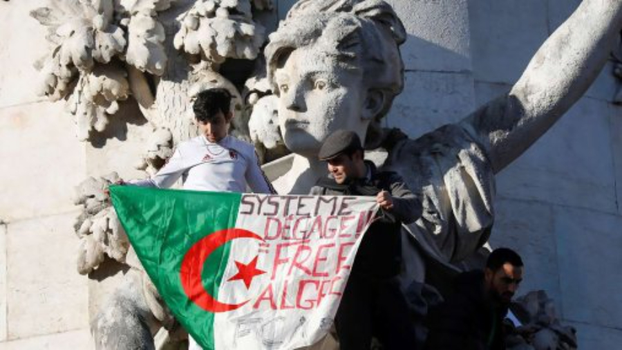 place-de-la-republique-manifestation-algerie-1920x1080-2-6ecc3
